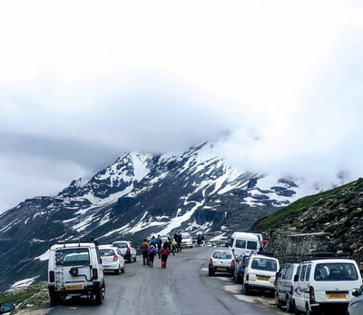 Vehicles at Rohtang Pass